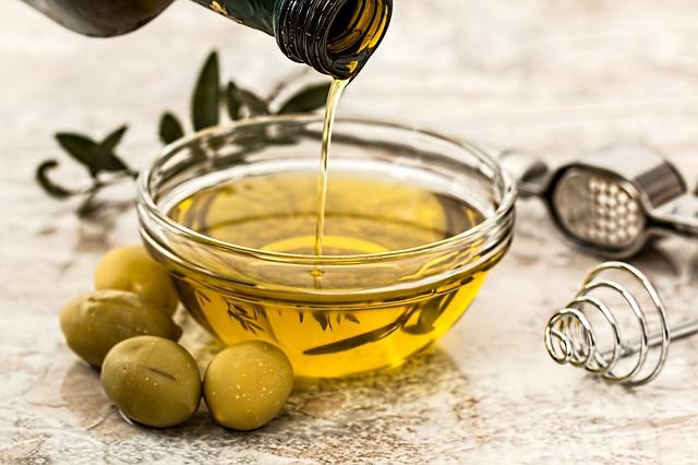 Menace sur l'huile d'olive bio : des mouches OGM libérées en Europe?