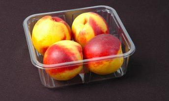 Nectarines emballées dans du plastique