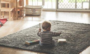 Choisir des produits ménagers adaptés à bébé